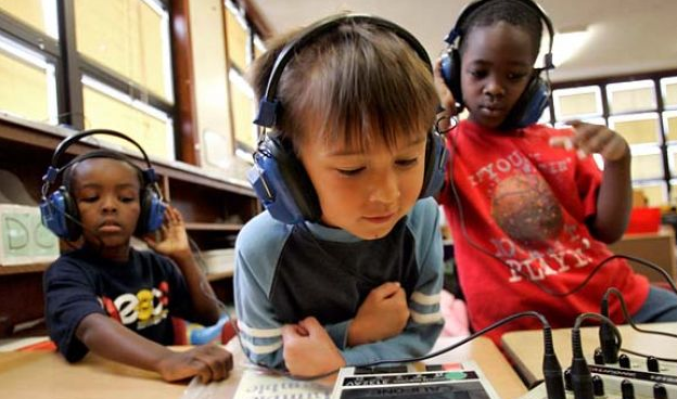 classroom-headphones-and-headsets.png